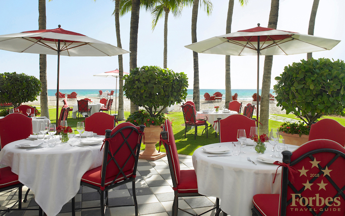 Outdoor dining setting at Acqualina
