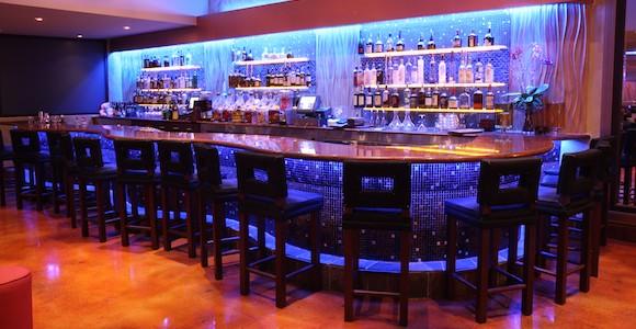Bar at Kitchen 305 at the Newport Beachside Hotel & Resort