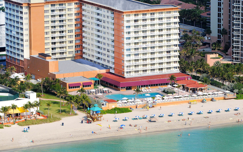 Ramada Plaza Marco Polo Beach Resort beach and ocean