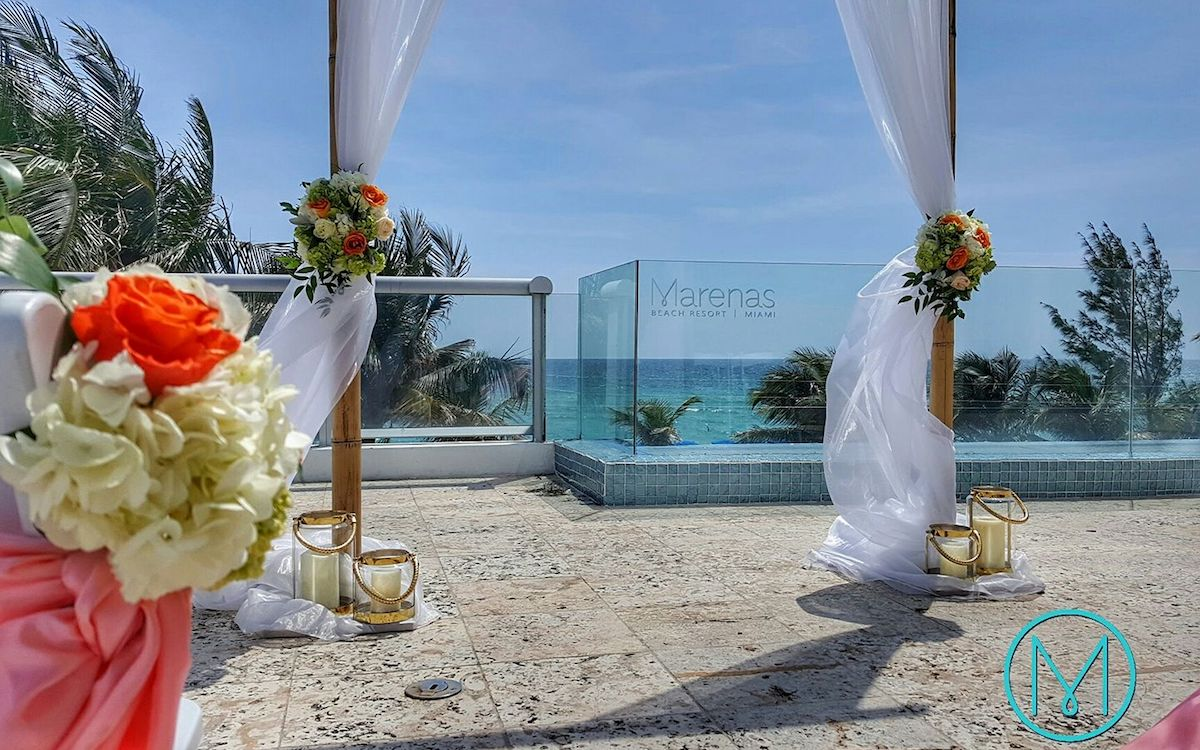 Wedding setting at Marenas Beach Resort