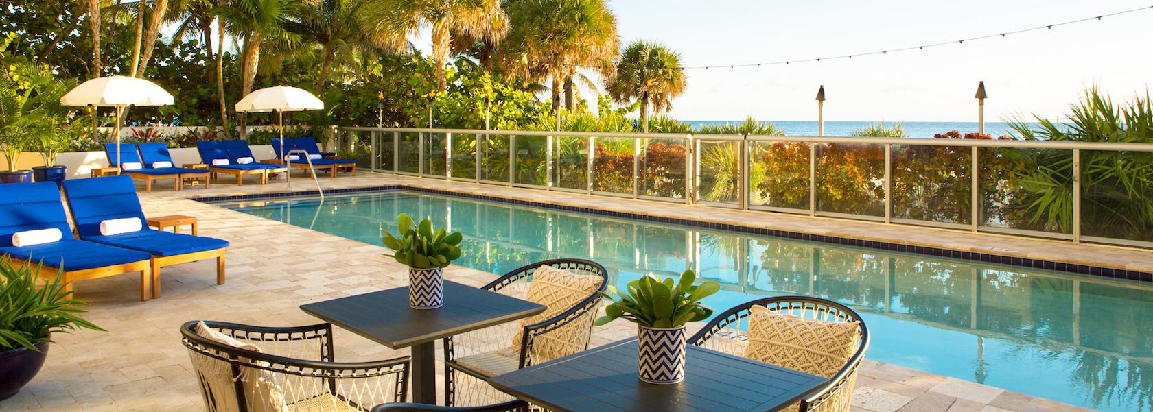 Solé Miami pool