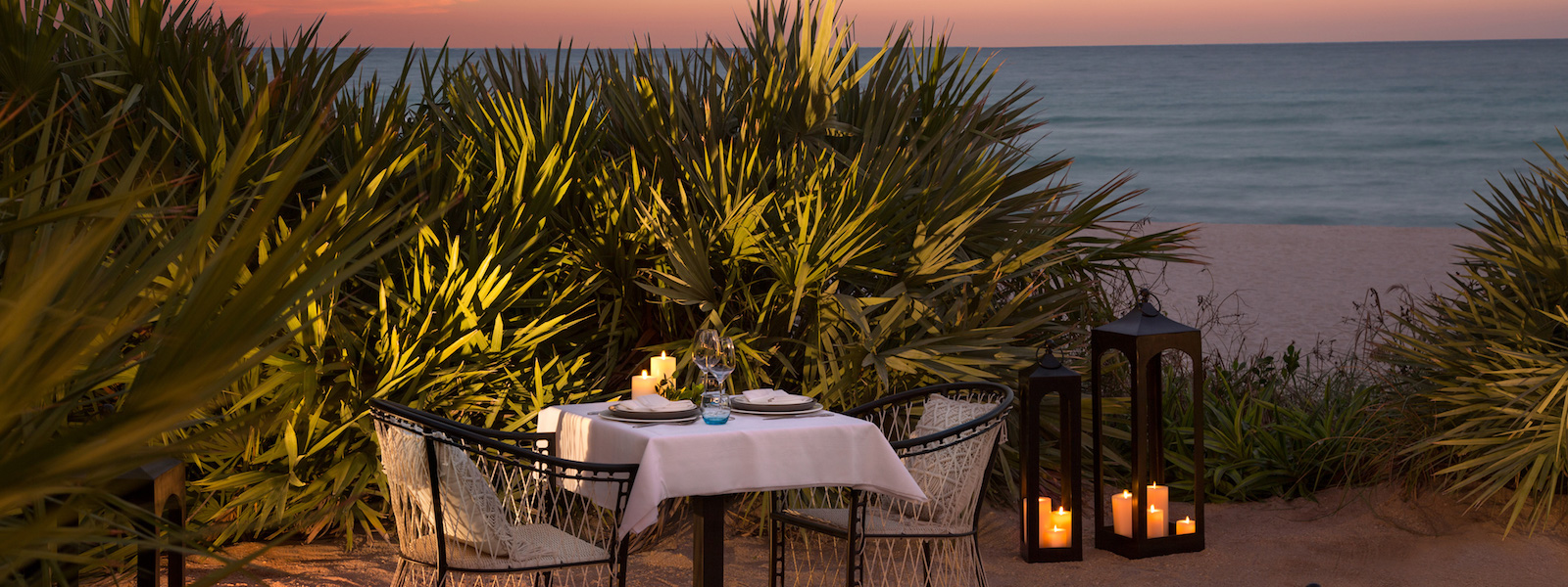 Solé Miami dining outside by the ocean