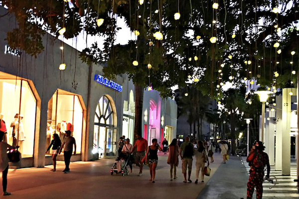 Shoppers walking on Lincoln Road