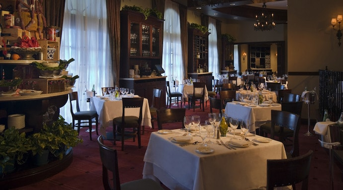 Dining room at Il Mulino New York